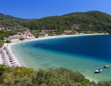 Παραλία Πάνορμος στη Σκόπελο